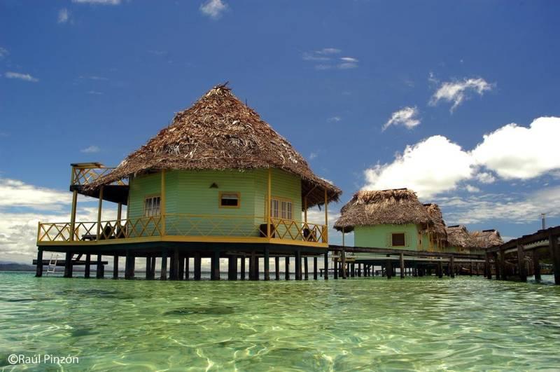 Punta Caracol Aqua Lodge